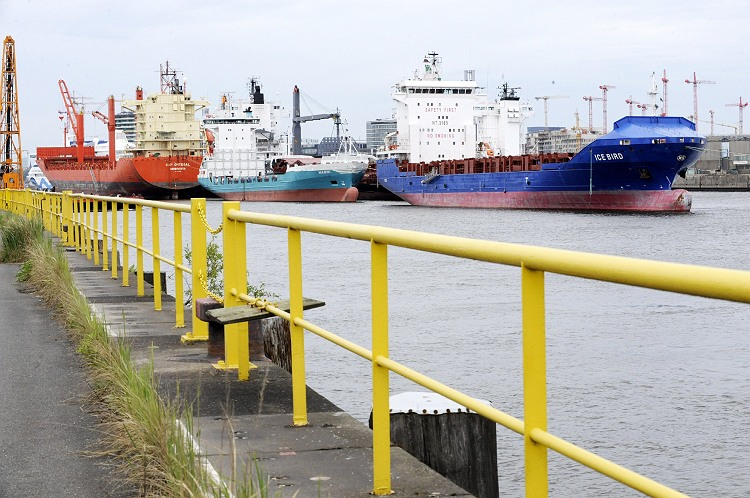 Karatzas shipbrokers register the shipping sale and for Spiegel ice pilots