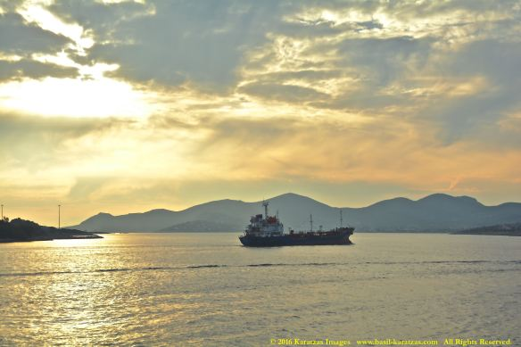 sunlight_ship_piraeus_dec2016bmk_4041